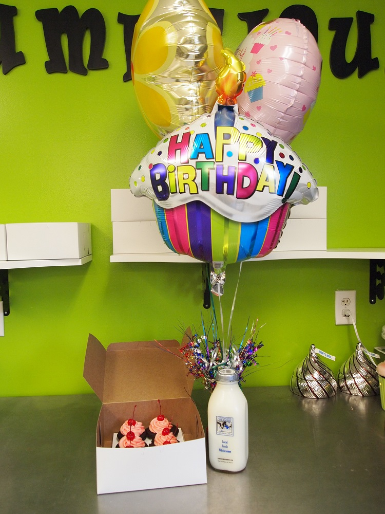 cupcakes-balloons-milk gift item